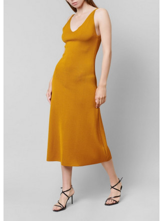 Fitted dress with classic strapes